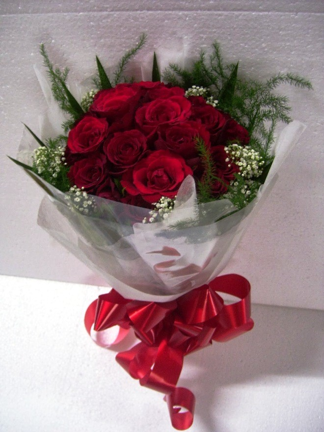 Gambar Buket Bunga Mawar Hidup Untuk Hadiah Wisuda