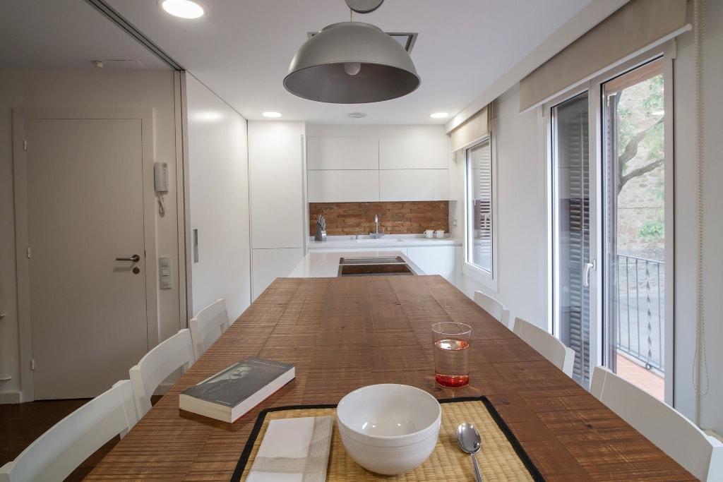 Mesas de madera un complemento ideal para las cocinas - Cocinas con encimera de madera ...