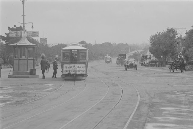 Cable tram at St Kilda Junction looking towards St Kilda Road circa early 1920s