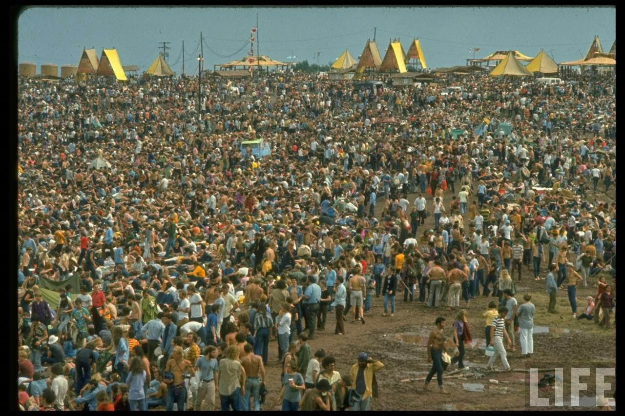 40 Rare and Fascinating Color Photographs of the Woodstock