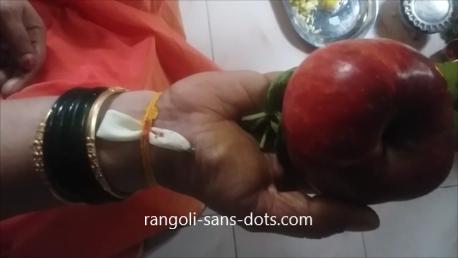 Varalakshmi-Vratham-Nombu-Saradu-1a.png