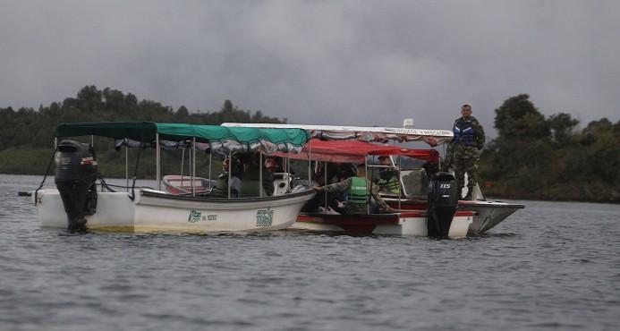 Colombia busca causas de un naufragio que deja siete turistas muertos
