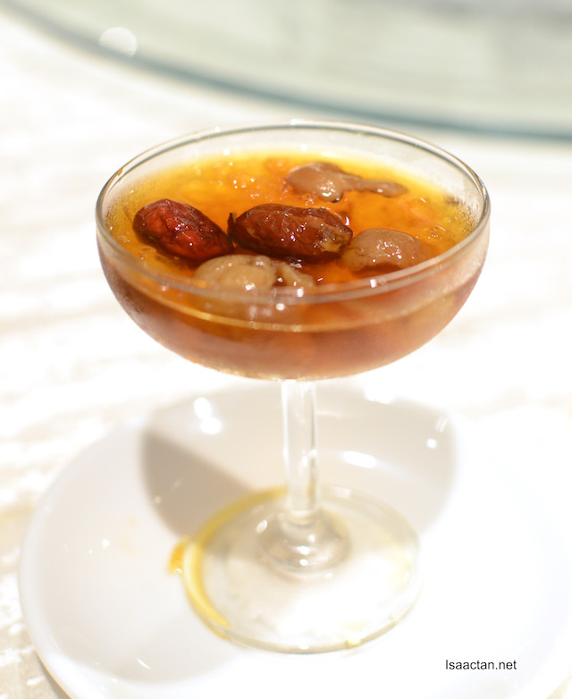Chilled Peach Resin in Dried Longan Syrup