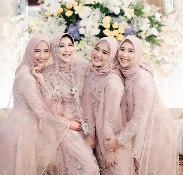 11 Inspirasi Model Baju Kondangan Muslimah Yang Elegan 2019