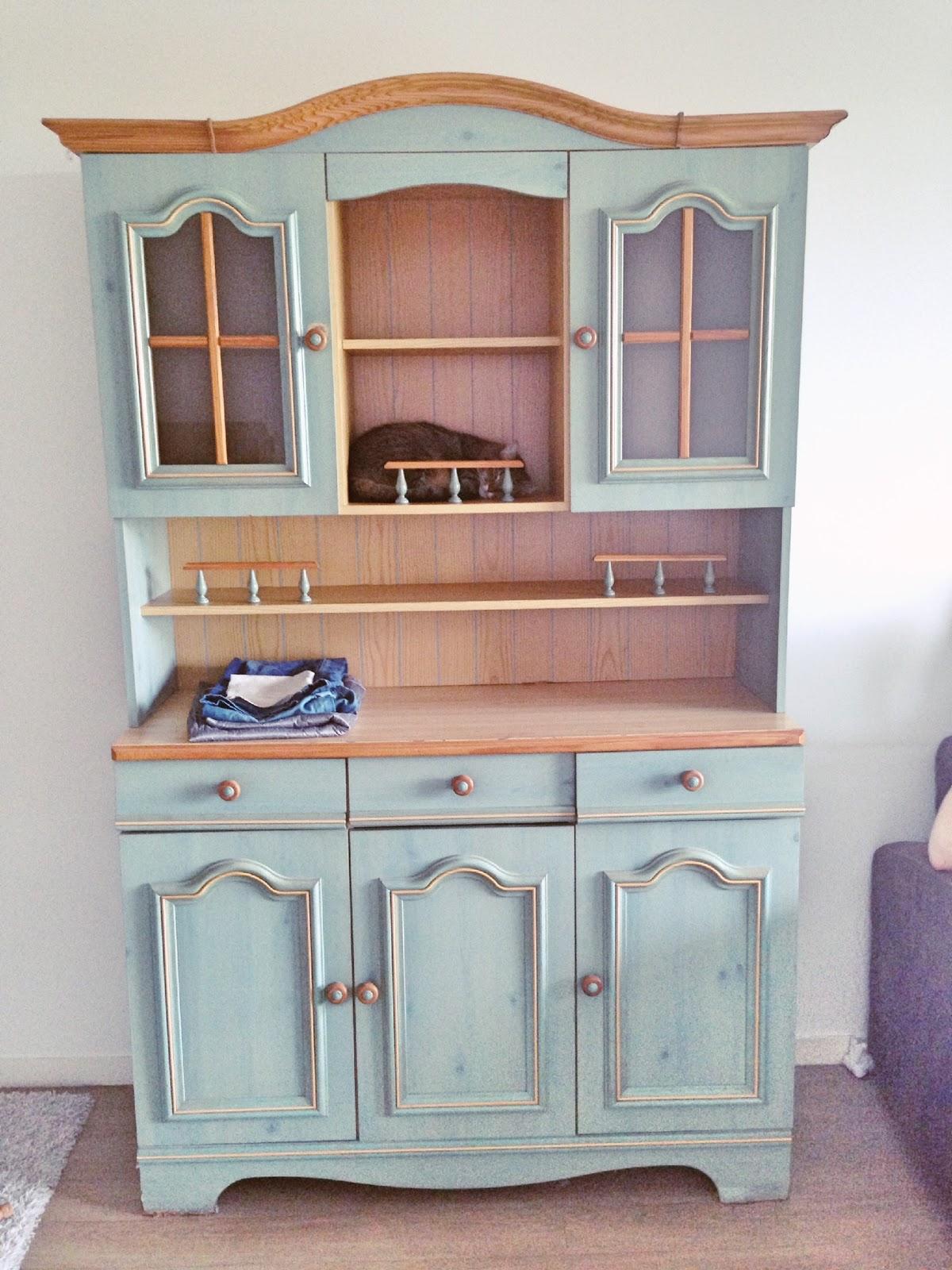 r novation d 39 un vieux vaisselier en superbe meuble de rangement moderne. Black Bedroom Furniture Sets. Home Design Ideas