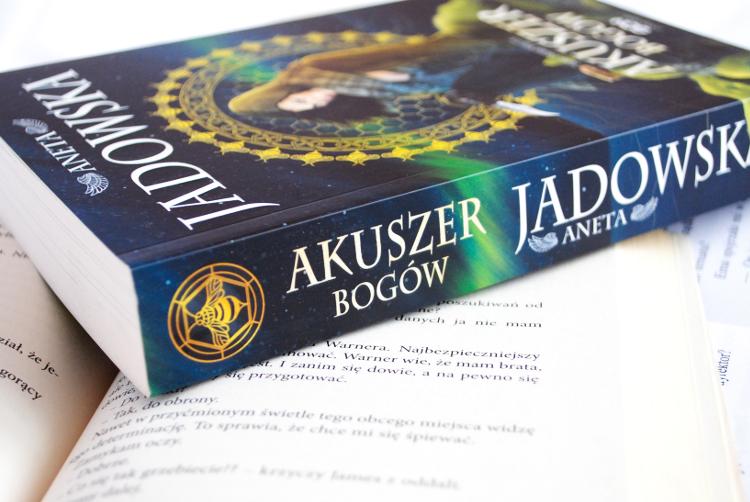 akuszer bogów, aneta jadowska, recenzja książki, nikita