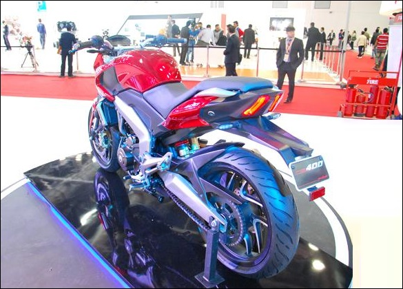 Bajaj Pulsar CS400 First Look Review, To Be Priced At Rs. 2 Lakhs