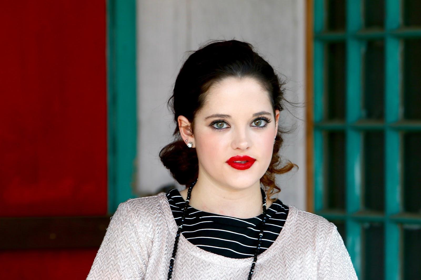 red lips smokey eye beauty