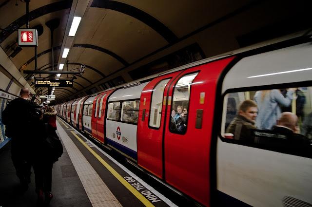 Londyn: Matka Z Dzieckiem Spadli Na Torowisko Metra
