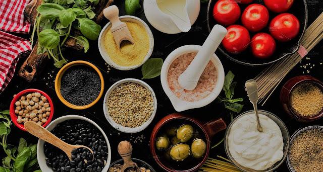 Pensando en todo esto, hemos diseñado un curso de cocina muy especial, rico y variado, en donde podrás realizar deliciosos platos que además de hacerte feliz a ti y a los tuyos les proporciona una dieta variada, nutritiva y lo mejor, con ingredientes fáciles de adquirir.