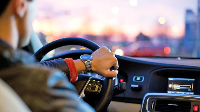 Estadounidense multado por hablar por el móvil al volante recurre a la justicia para demostrar que se trataba de un 'hash brown'... y gana