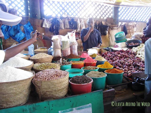 Vendedor en el mercado de las especias de Mombasa