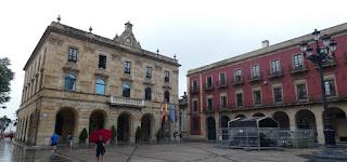 Plaza Mayor y Ayuntamiento de Gijón.
