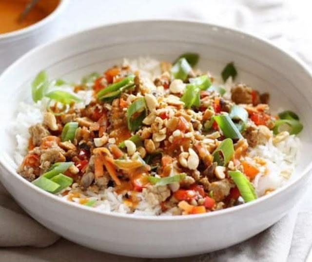 Stir Fry Bowls With Spicy Peanut Sauce