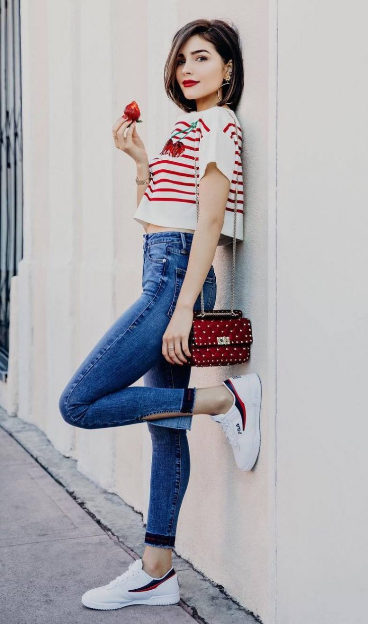 fashionable outfit idea / blue blouse + red bag + jeans + heels #Spring #Outfits
