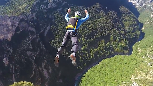 Cliff Base Jumping - Norwegia