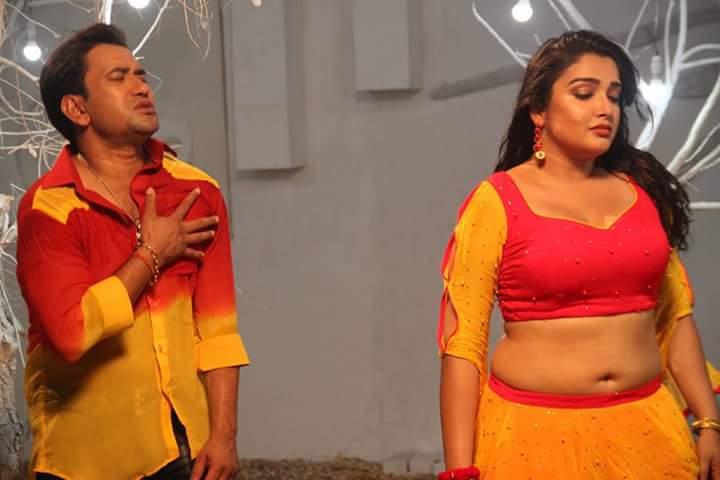 Amrapali Dubey and Dinesh Lal Yadav Nirahua Sipahi Bhojpuri Movie Shooting stills, Sipahi Bhandar Bhojpuri Movie
