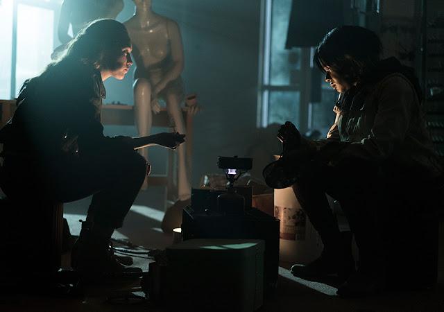 Alicia Clark (Alycia Debnam-Carey) e Diana (Edwina Findley) nell'episodio 14