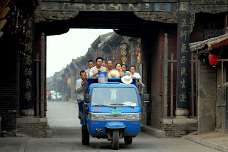 https://upload.wikimedia.org/wikipedia/commons/8/81/Three_wheeler_in_Pingyao.jpg