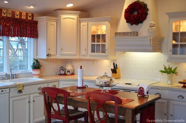 White and red cottage style kitchen