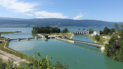 Hagneckkanal mit Wasserkraftwerk