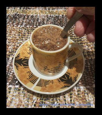 BEBIDA QUENTE; CAFÉ DA MANHÃ; CHOCOLATE; CULINÁRIA; FAÇA VOCÊ MESMO; RECEITA DE LIQUIDIFICADOR