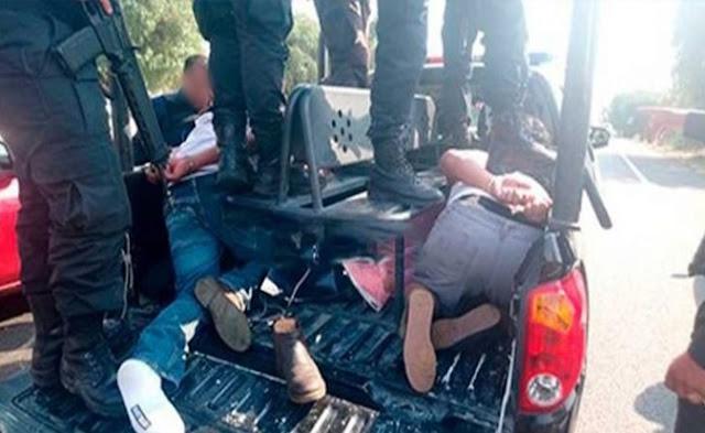 Camioneta, arresto, detenidos