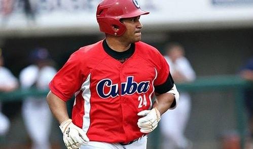Teniendo en cuenta las características burocráticas para la firma de un contrato, al parecer los papeles del convenio se habían traspapelado o desperdigado en alguna gaveta de la Federación Cubana de Béisbol