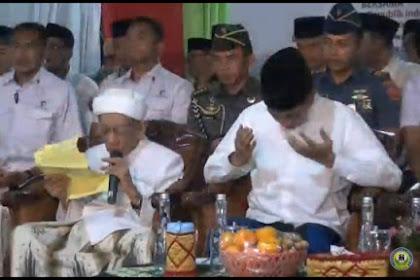 Di Sebelah Jokowi, Doa KH Maimoen Zubair Mengejutkan. Bukannya Do'ain Jokowi Jadi Presiden tapi Malah Do'ain Prabowo
