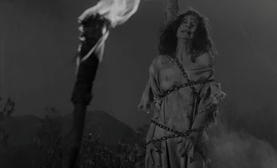 Arde, Bruja Arde el inicio de Horror Hotel