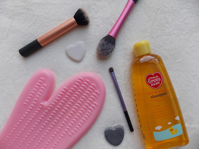 How I Wash My Make Up Brushes