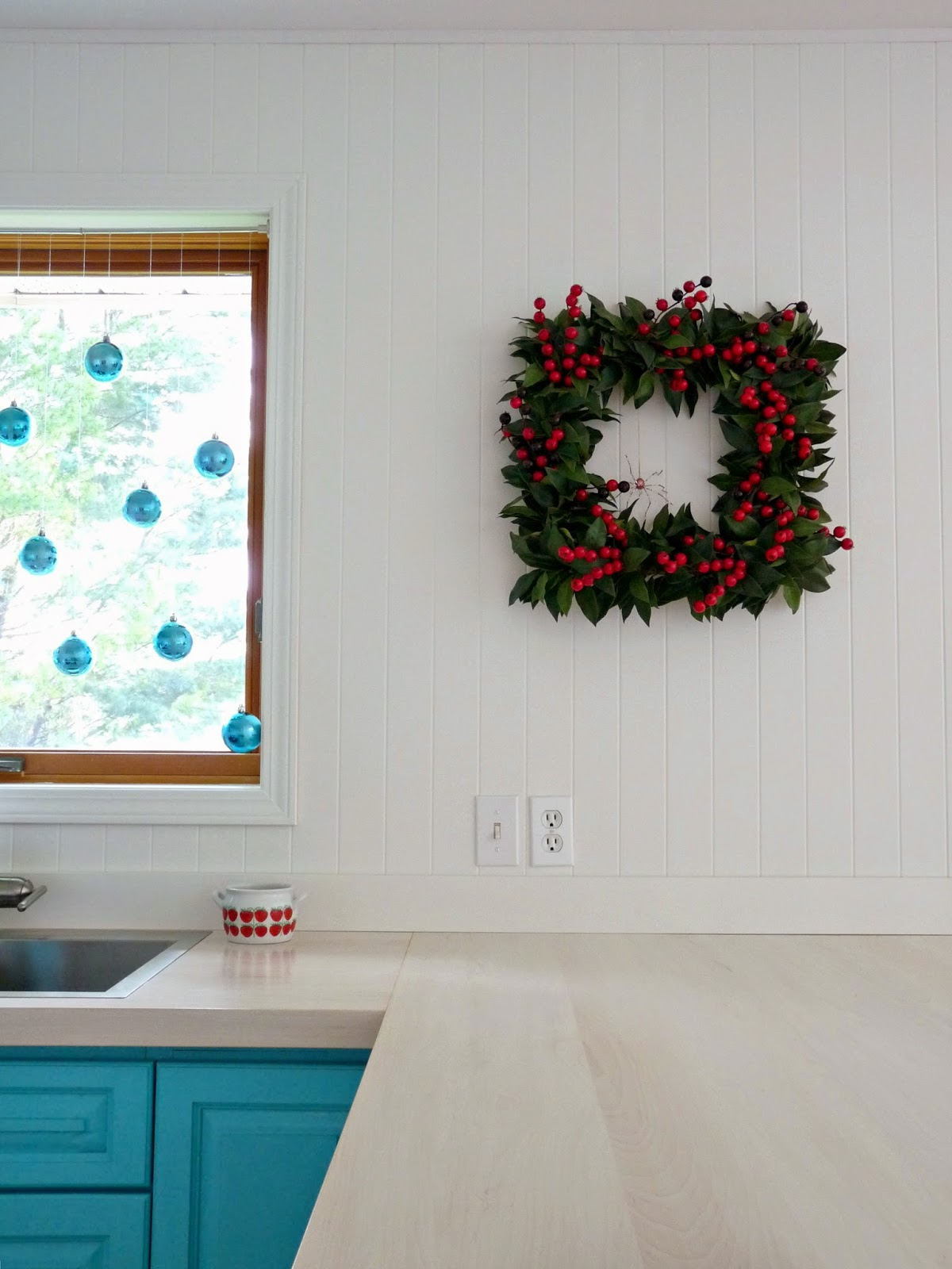 Square wreath with cranberries