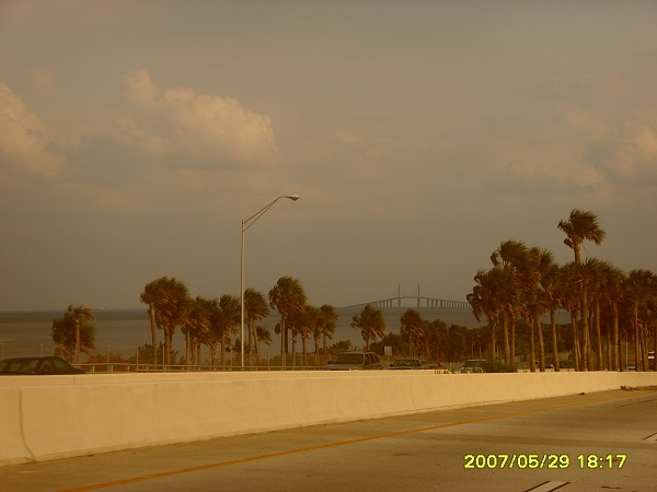 Blick auf die Sunshine Skyway Bridge bei Saint Petersburg in Florida