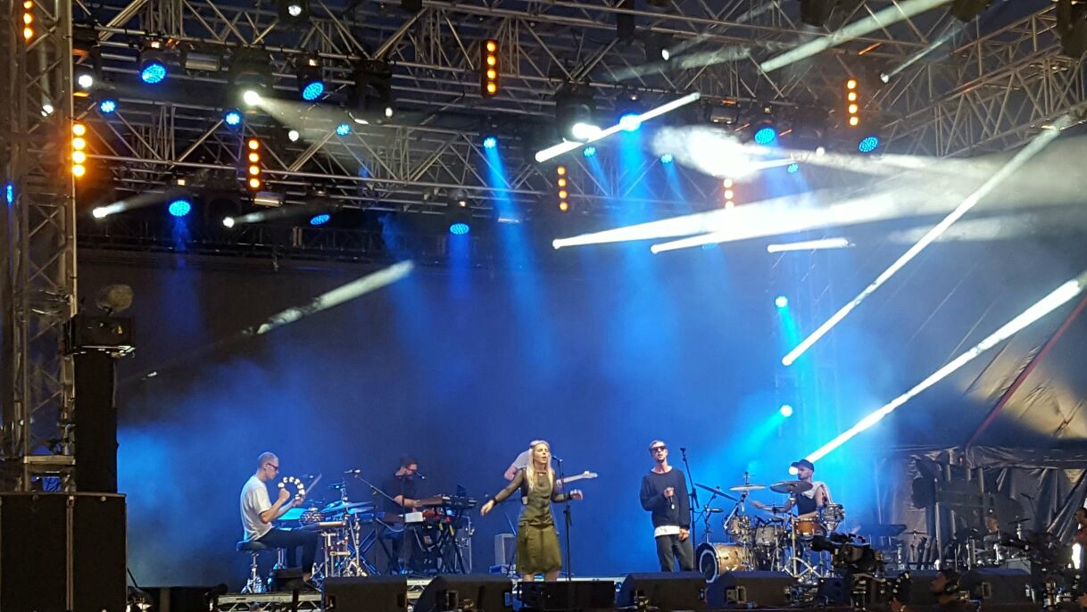 haelos band onstage Reading Festival