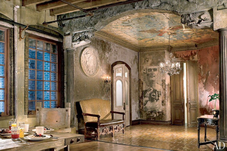 Mom's Turf: Gerard Butler's Rustic Loft in Manhattan