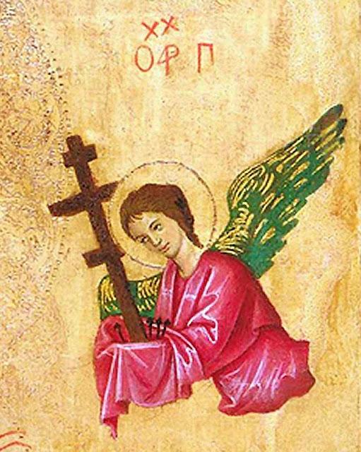 São Gabriel vem trazendo a Cruz e os pregos da Paixão