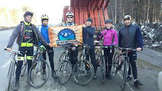 Велосипедисты на дороге Ангарск - Иркутск