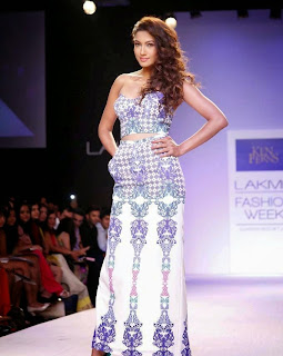 Gauhar Khan ramp walk at Lakme Fashion Week 2014