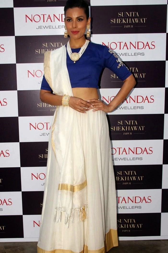 Deepti Gujral, Karisma Kapoor at Sunita Shekhawat Jewellery Launch