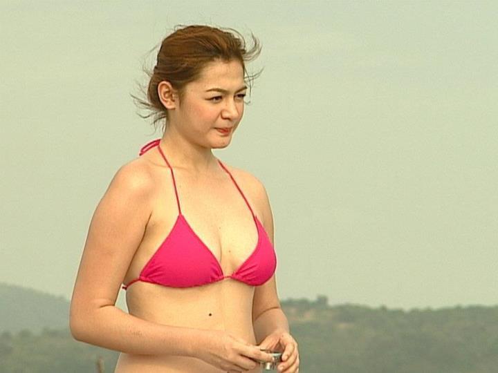 charee pineda sexy bikini pics 02