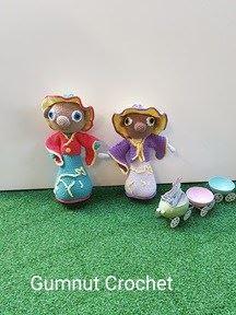 https://www.gumnutcrochet.com/amigurumi/crochet-doll-with-kangaroo-motif-amigurumi-crochet-kangaroo-free-crochet-pattern/