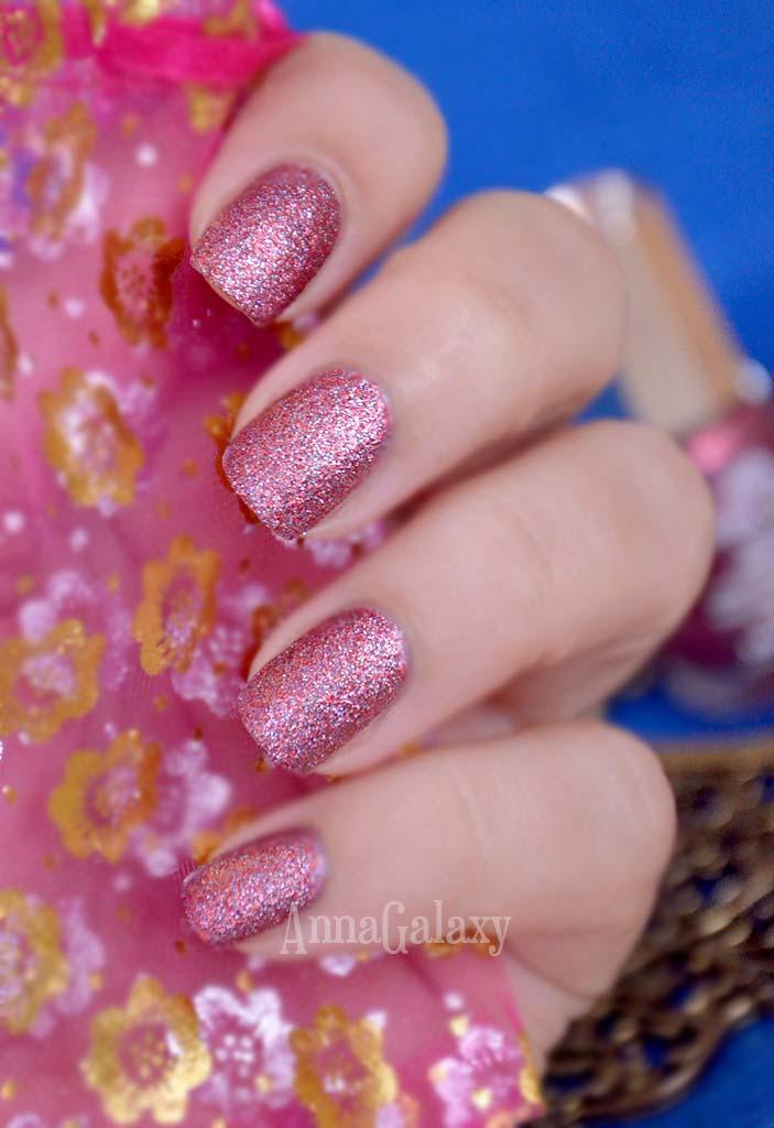 Фото на ногтях Песочный лак для ногтей Mavala Ruby Dust 395