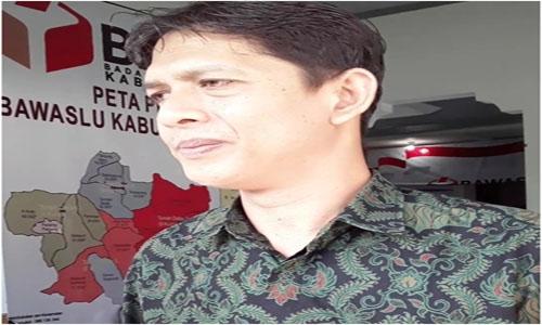 Fahrul Rozi Berikan keterangan Terkait pemanggilan Diri nya Sebagai Ketua KPU Tanah Datar Oleh Bawaslu