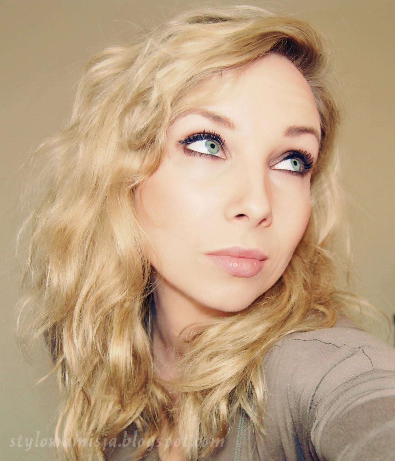 fryzura, włosy, blondynka, fale