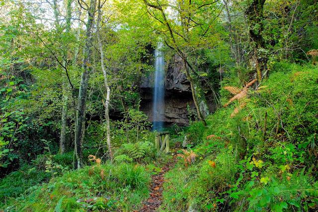 Cueva y cascada de El Pimpano Busmente Villayón Asturias
