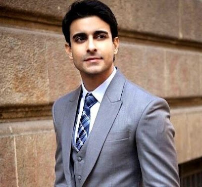 Gautam Rode Family Wife Son Daughter Father Mother Marriage Photos Biography Profile