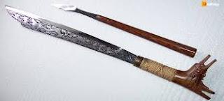 Senjata-tradisional-Parang-Taawu-Pade-Taawu