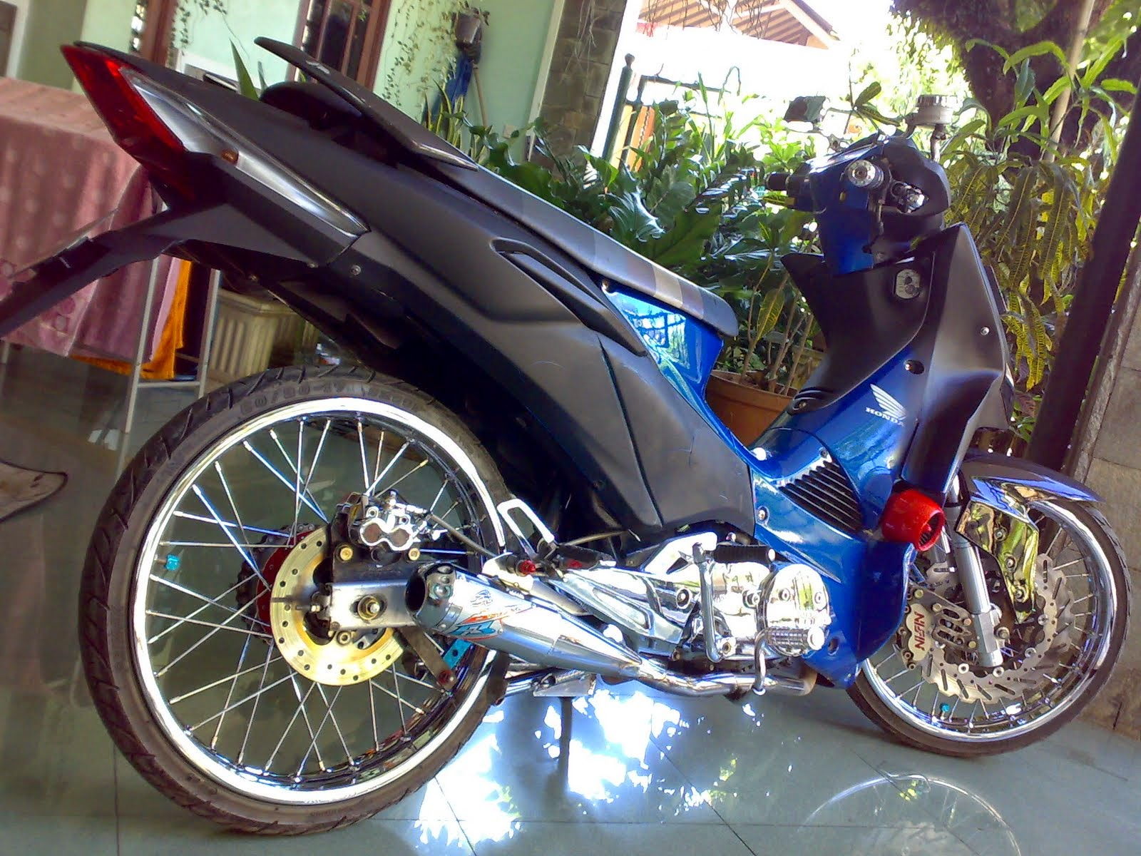 Modifikasi Supra X 125 Fi Road Race Racing Thailook Airbrush Ban