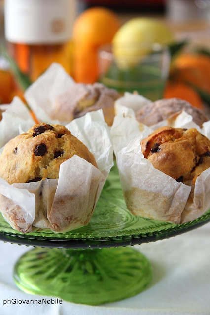 Christmas muffin con gocce di cioccolato, marmellata di mandarini, cannella e aroma di limone