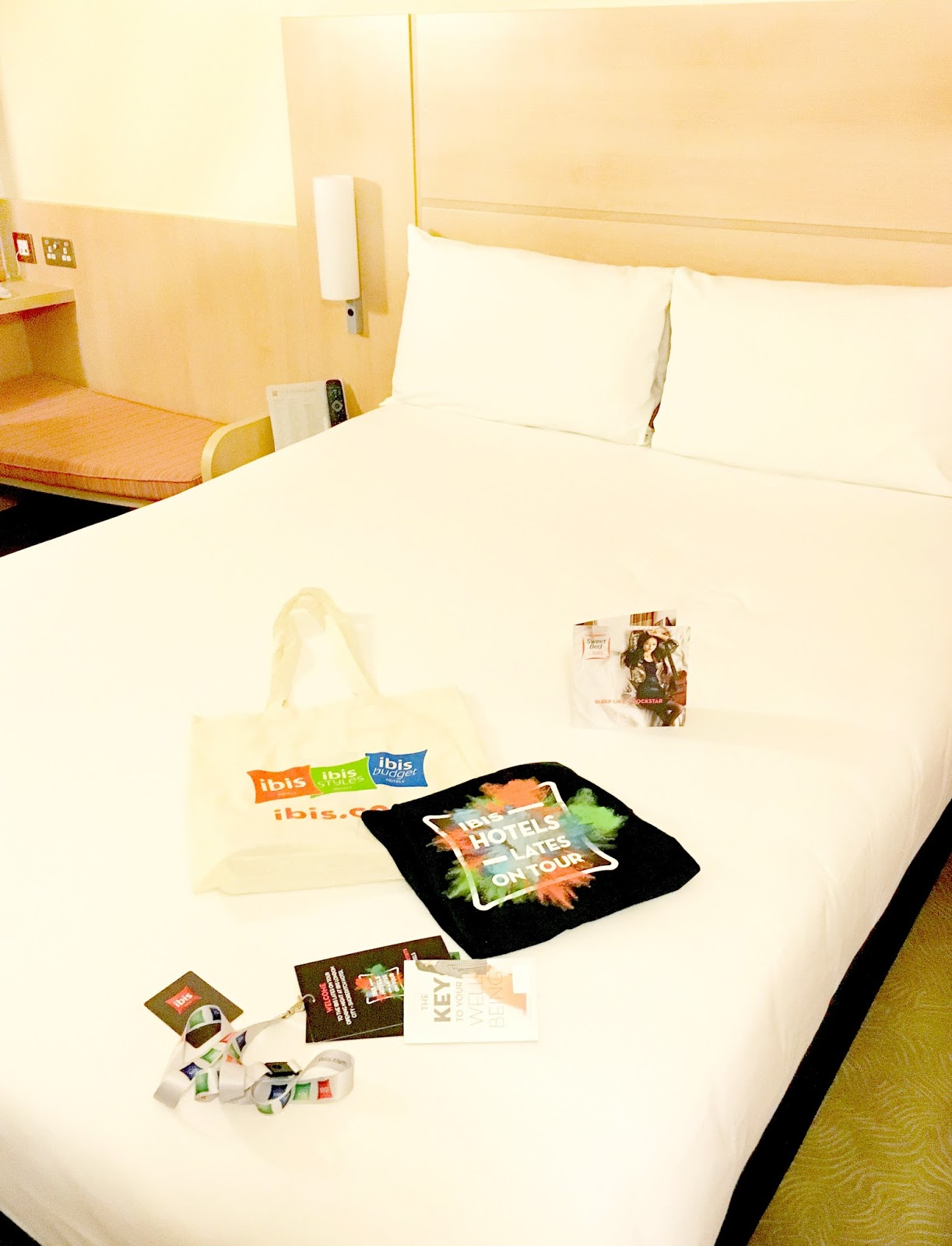 an image of ibis london city hotel room